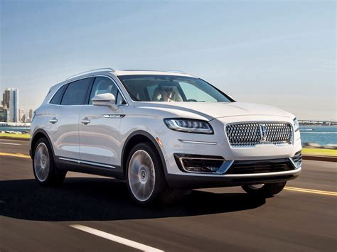 lincoln nautilus  review kelley blue book