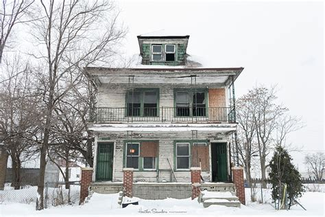 detroit houses abandoned house in detroit brought back to life with 4 000 flowers bored panda