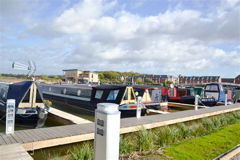 hinckley canal boat hire bosworth marina luxury moorings for 150 boats