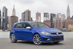 volkswagen golf r 2018 2018 volkswagen golf r front three quarter motor trend