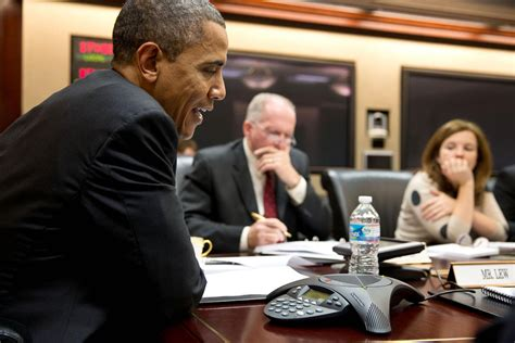 what phone does president use obama s gadgets what tech does the president use 15 page 15 zdnet