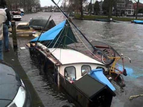 woonboot gezonken woerden grote bergingsactie voor gezonken jachten in huizen doovi