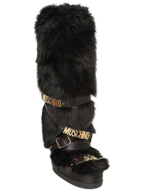 moschino logo faux fur snow boots in black lyst