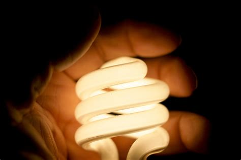 can mercury in light bulbs hurt you cfl vs led choose the right efficient lighting option