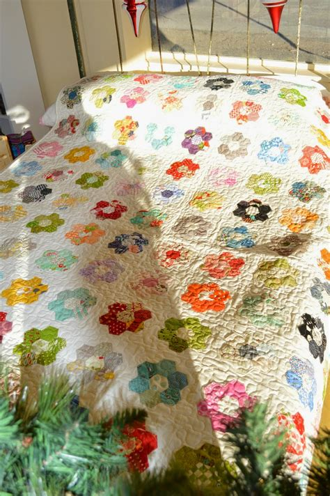 Hexagon Quilt Tutorial by The Quilt Barn Hexagon Flower Quilt Tutorial