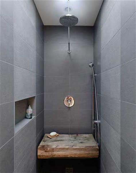 Attrayant Peindre Carrelage Sol Salle De Bain #9: Carrelage-gris-et-banc-bois-dans-douche-a-l-italienne.jpg