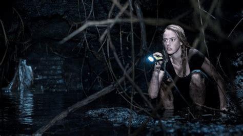 crawl trailer unveils  horror film  alexandre aja
