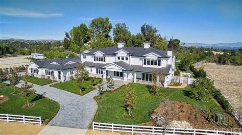 kylie jenners house photos of kylie jenner s new hidden hills house popsugar home