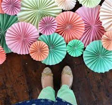 How To Make Paper Fan Decorations - 40 ways to decorate your home with paper crafts