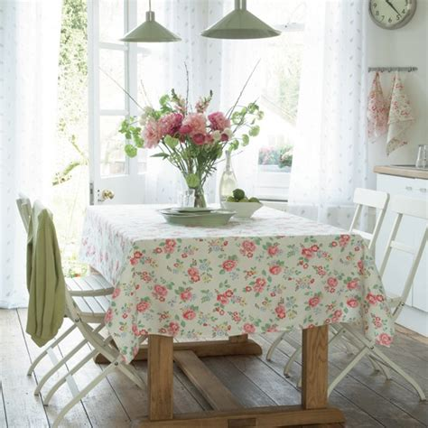 Country Dining Room Ideas Uk Country Dining Room With Floral Designs Summer Floral