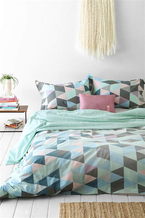 geometric bedding style ideas for a tween bedroom makeover love chic living