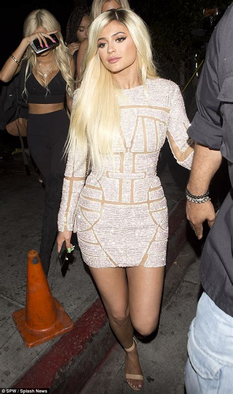 Longdress Ferones by Noah Cyrus 15 Takes A Leaf Out Of Miley S Book As