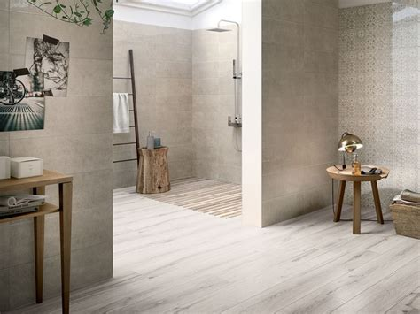 bagno in gres porcellanato effetto legno gres porcellanato effetto legno multiformato unique