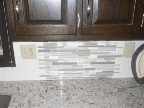 Glass Backsplash Tile For Kitchen quartz countertops with glass backsplash please help us