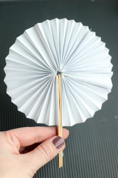 Paper Craft Fan - diy new year fans