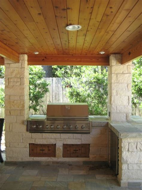 limestone columns and outdoor kitchen in houston texas