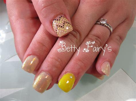 ongle gel jaune ongles jaune et blanc