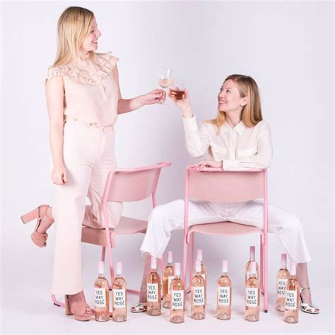Parfum Regazza Warna Putih cantiknya wine ini punya warna pink lembut mirip parfum