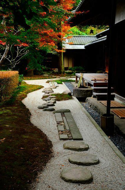 Japanese Zen Gardens Stepping Stones In The Garden Of The | decorative stepping stones that will blow your mind