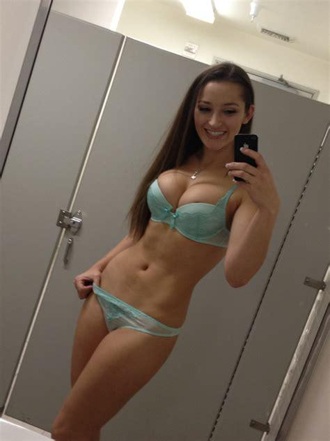 teen selfie bathroom dorm bathroom self shot real girls amateur pictures