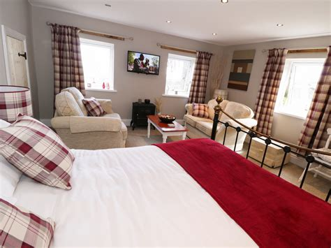peak bedrooms springwell farm holiday cottage dog friendly cottage in