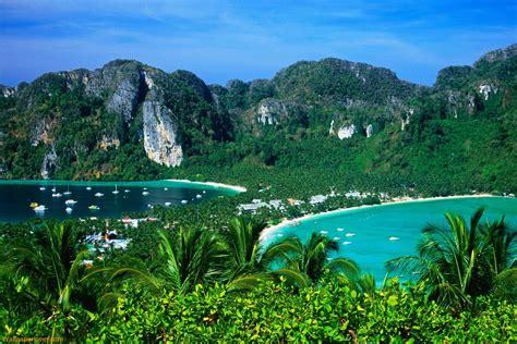 holiday destinations   world april