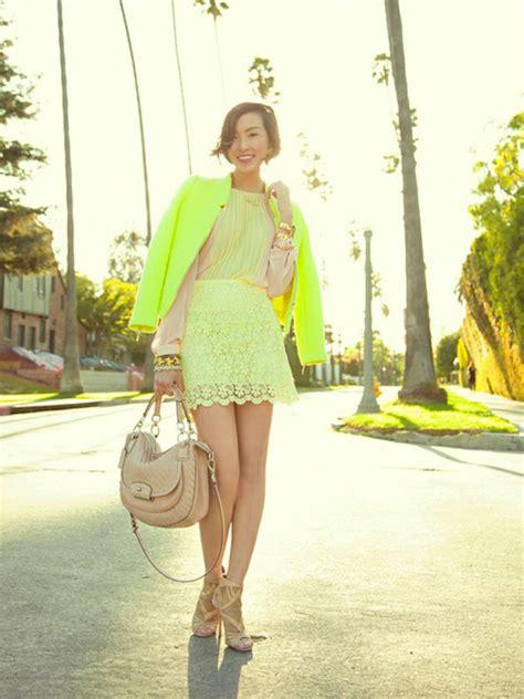 trend fashion dress warna neon