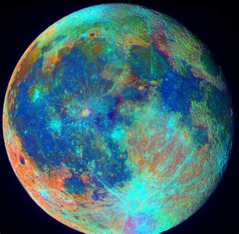 what is the color of the moon the true colors of our moon anomalies