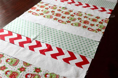 candy stripe christmas table runner tutorial sew delicious