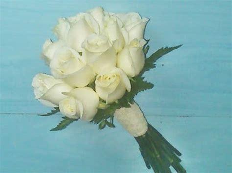 imagenes de rosas blancas naturales como hacer un ramo de novia con flores naturales