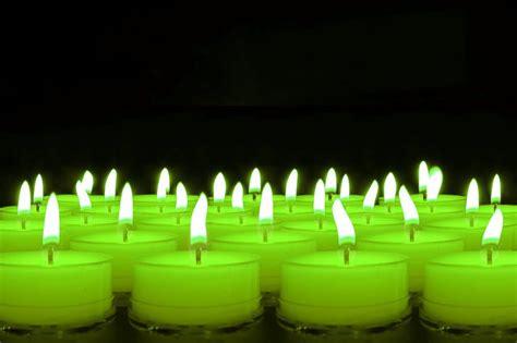 imágenes de velas verdes encendidas colores de las velas importantes a la hora de hacer los