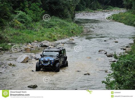 Jeep In River Jeep Crossing The River Stock Image Image 33366661