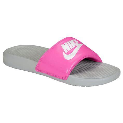 pink nike sandals nike benassi just do it pink womens sandals 343881 613