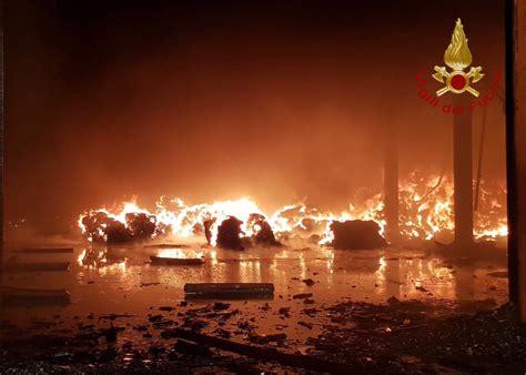 capannone pavia pavia capannone a fuoco lanciata mappatura dei luoghi a