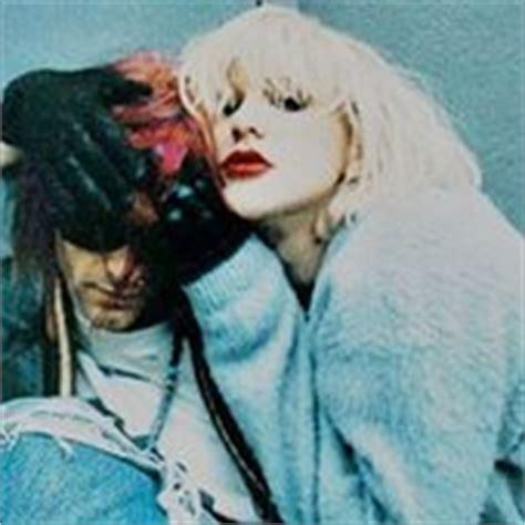 kurt cobain music biography kurt cobain and courtney love free listening videos