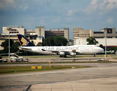 File Holder Singapore Airlines file sia boeing 747 400 alliance livery jpg