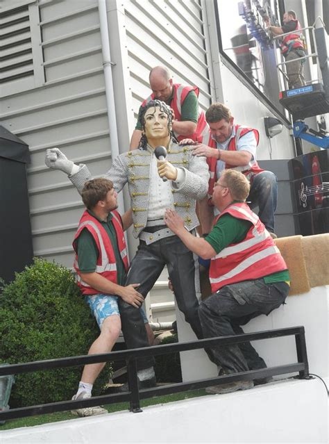 michael jackson statue craven cottage thriller for fulham fans as michael jackson statue is