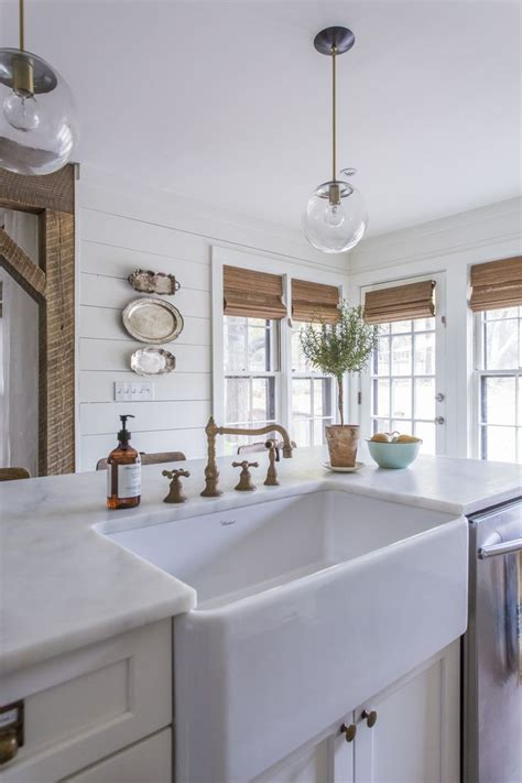 white kitchen farm sink 1000 ideas about white farmhouse kitchens on