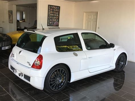 renault clio v6 white used pearlescent white renault clio for sale sussex