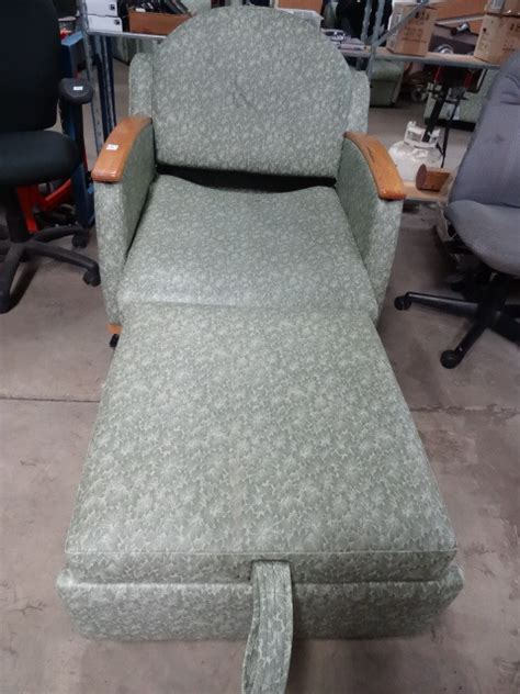 Hill Rom Sleeper Chair by Hill Rom P375 Sleeper Chair Hospital K C Auctions