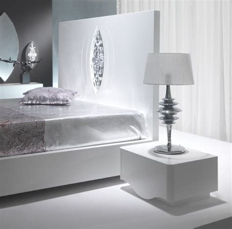 high gloss luxury luxus bedside table with silver leaf high gloss white designer bedside table
