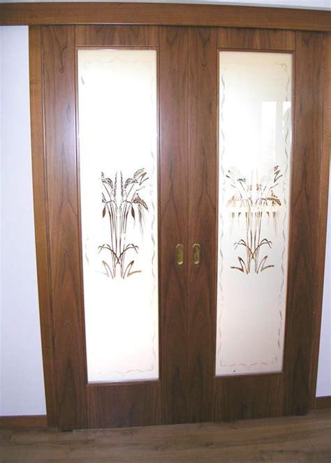 porte scorrevoli in vetro e legno porta scorrevole vetro e legno con vetro sabbiato decorato