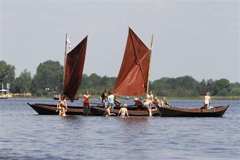 heeft een roeiboot een roer varen giethoorn is niet gevaarlijk bootjes huren