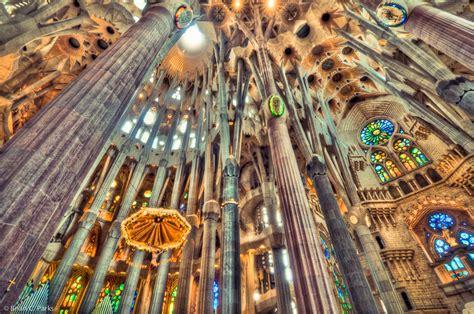 """La Sagrada Familia, The Church Nuanced """"Art Deco"""" in The"""