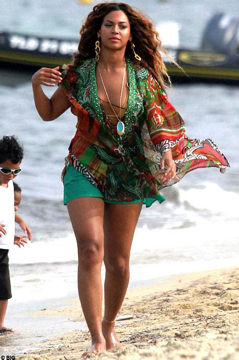 hair shows in cancun mexico 2015 beyonce shows off her curves in st tropez daily mail online