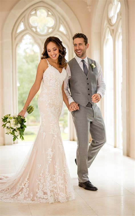 Simple Classic Lace Wedding Dress