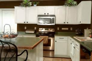 Brown Kitchen White Cabinets Brown And White Kitchens Pthyd