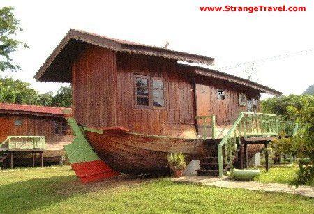 living on a boat on dry land strange quot boat quot house on dry land this looks pretty