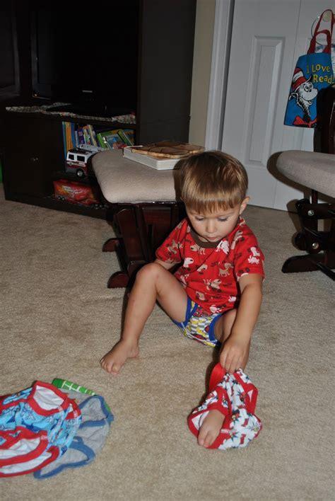 little boy potty training outside boy going potty bing images