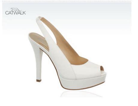 culle colorate scarpe bianche